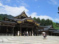 弥彦神社拝殿
