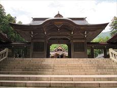 弥彦神社本殿