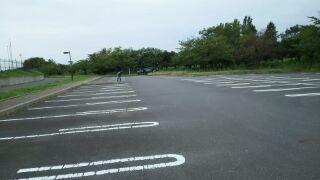 しらこばと陸上競技場駐車場でインラインスケート